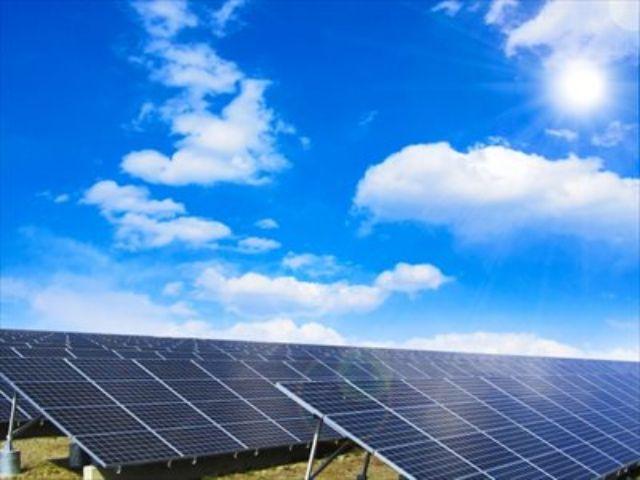 晴れた日の太陽光発電