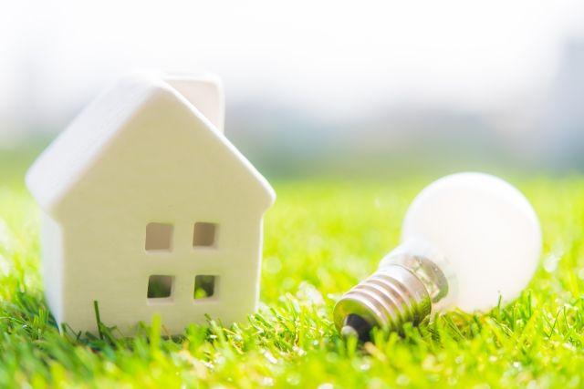 家の模型と豆電球