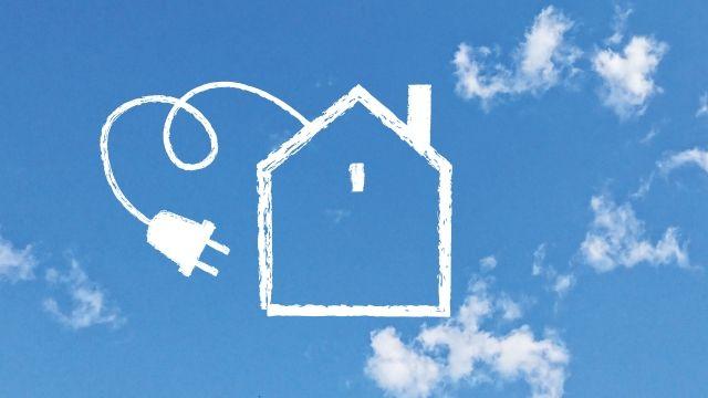 空に浮かぶ家とコンセントのイラスト