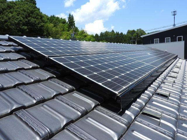 太陽光を蓄電するソーラーパネル